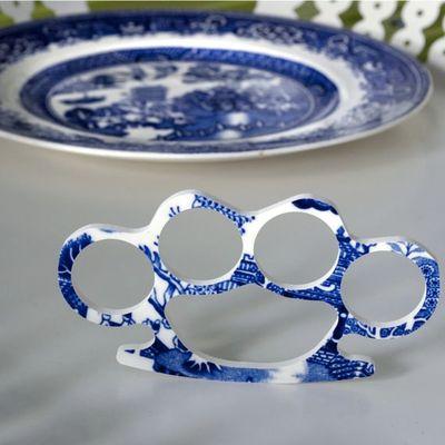 Tirapugni in ceramica piatto china