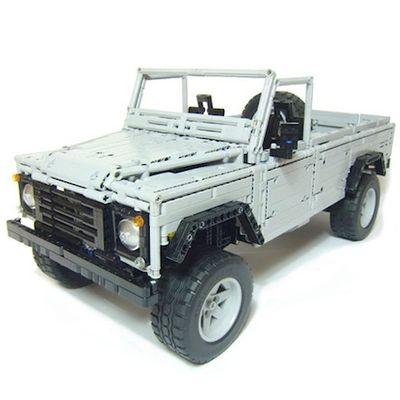 Land Rover Defender 110 fatta di Lego