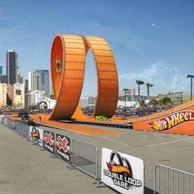Mega doppio loop per Hot Wheels reale