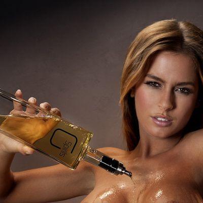 G Spirits, gli alcolici distillati sulle tette delle zie