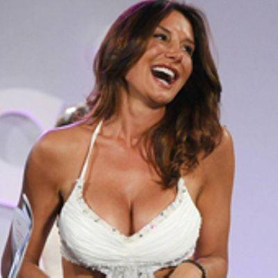 Nicole Minetti sfila in abito da sposa