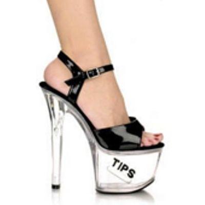 Courtney Stodden con le scarpe da spogliarellista, ovunque