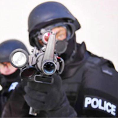 Nuova videotendenza: mandare gli SWAT a casa dei tuoi amici