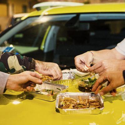 La guida di UNOTRE al cibo notturno a Milano