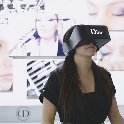 Realtà virtuale delle tettine e dei culetti delle modelle di Dior