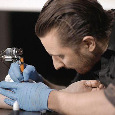 Il tatuatore e artista Scott Campbell te la spiega sull'arte
