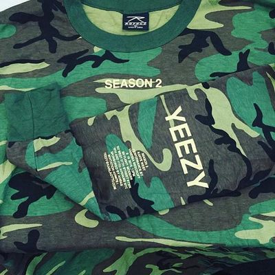 Gli inviti per Yeezy Season 2 sono stampati su magliette di un brand militare