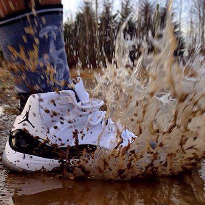 Un negozio obbliga i clienti a indossare le scarpe acquistate per fottere i reseller