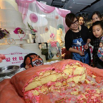 In Cina hanno fatto una torta a forma di umano (che urla)