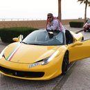 Posta una foto con la Ferrari > ciocca la Ferrari > muore