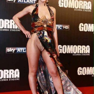 L'outfit sbarazzino di Denise Capezza di Gomorra