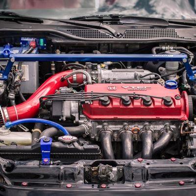 Uno strippato di motori è andato al Japanese Cars Meeting 2016