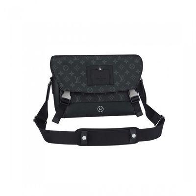 Il borsello di Vuitton di Hiroshi