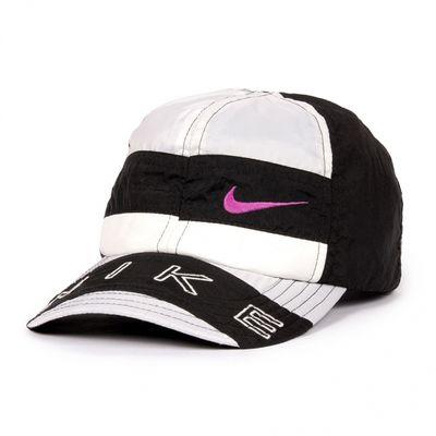 Cappellini fatti di tute vintage Nike