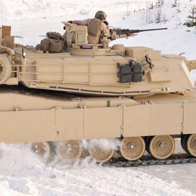 Carri armati che driftano sulla neve