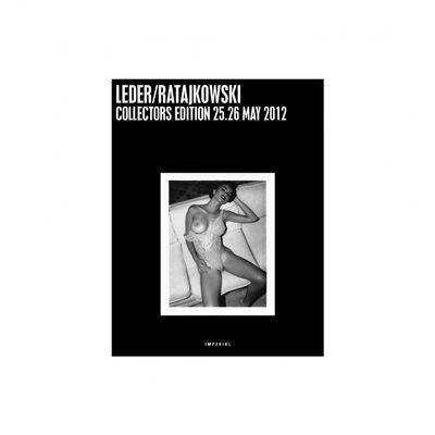 84 pagine di Emily Ratajkowski con le pere al vento