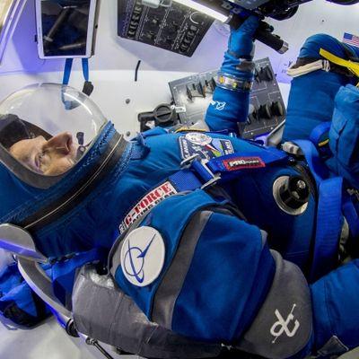 Le nuove tutine da astronauta Boeing per la NASA (con sneaker Reebok)