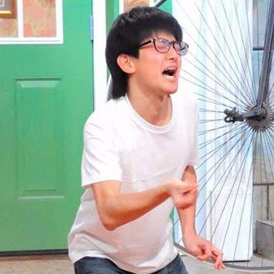 Video di uno zio che schiocca le dita 296 volte in 1 minuto (record del mondo)