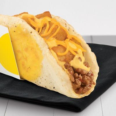Nuovo taco da colazia di Taco Bell con l'uovo fritto al posto del taco