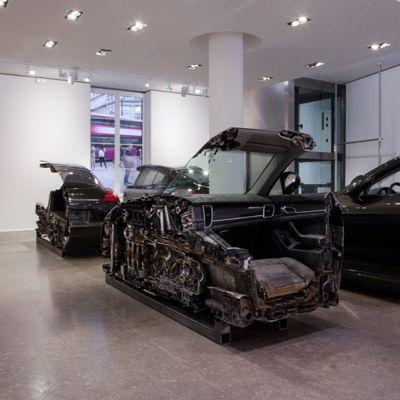 Porsche Panamera tagliata in 4 fette