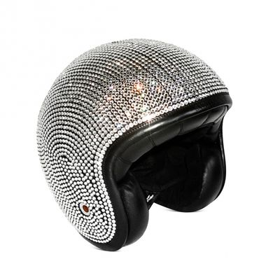 Casco di Saint Laurent ricoperto di diamanti