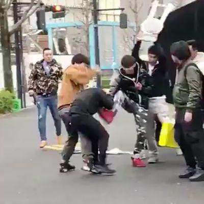 Rissa fashion fuori da Supreme Shibuya