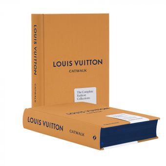 Libro di Louis Vuitton con dentro tutte le sfilate